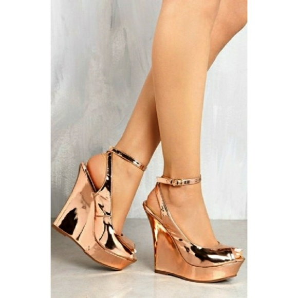 c72467b295e4 SOLD OUT❣Liliana Rose Gold Wedges🎉
